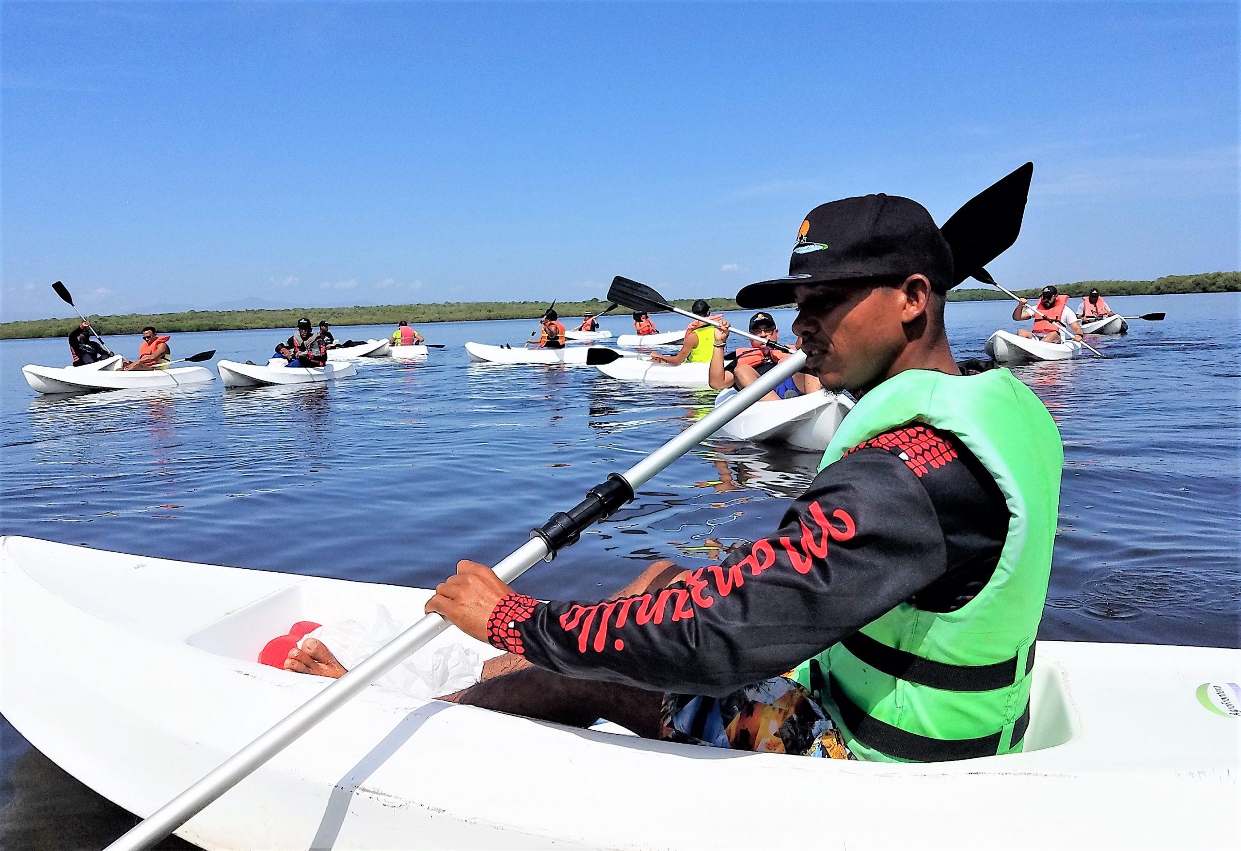 Kayak en Estero Balsa, Bahía de Manzanillo