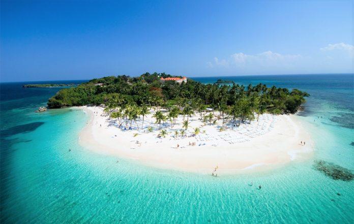 Playa en el islote Cayo Levantado.