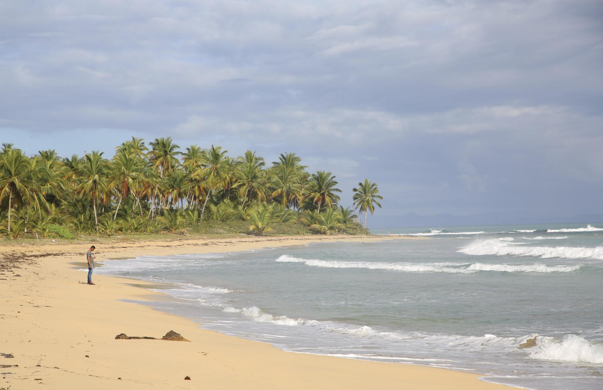 Vista de la costa donde se levantará el Secrets Playa Esmeralda en Miches.