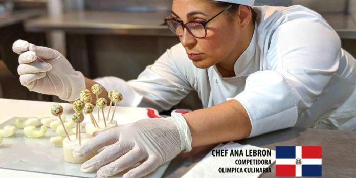 La chef dominicana Ana Lebrón en plena faena de creación culinaria.