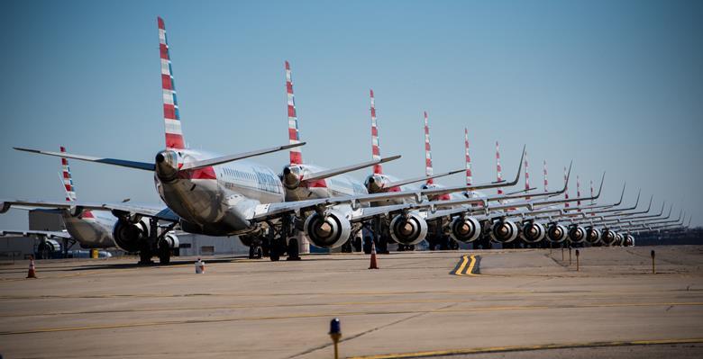Aviones de American Airlines estacionados en el aeropuerto internacional de Pittsburgh