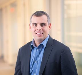 Dr. Thomas J. Cahill Fundador y Socio Director de Newpath Management