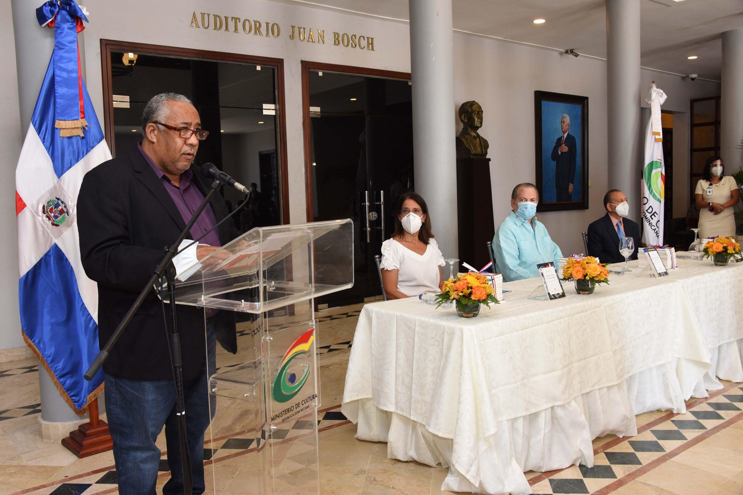 En nombre de los autores de las obras que fueron puestas en circulación habló el escritor César Sánchez Beras