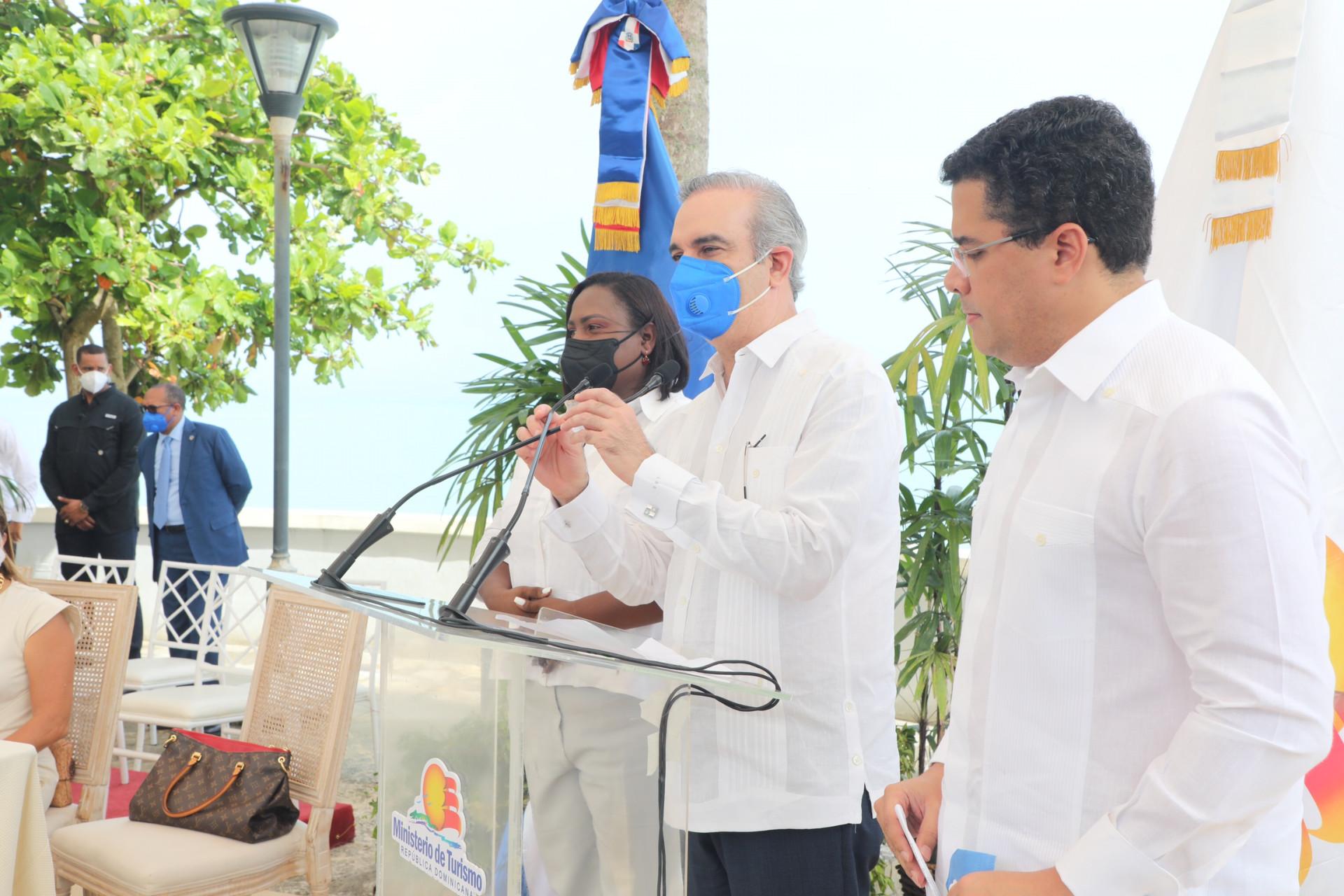 Pte Abinader en la inauguracion del muelle Miches