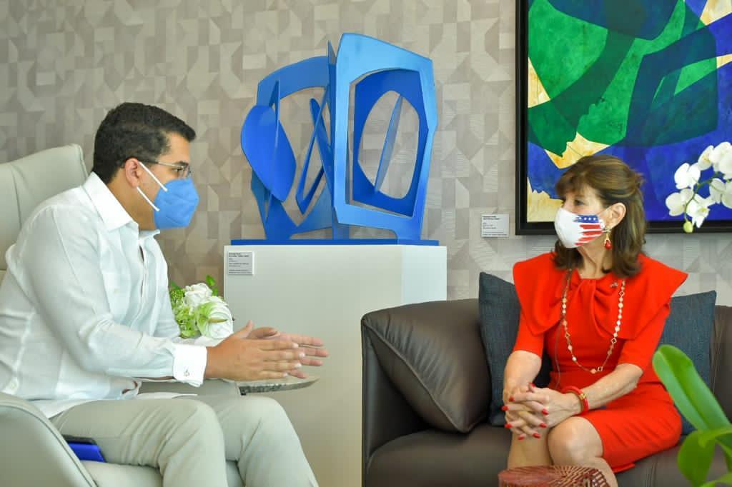 Ministro de Turismo se reúne con la embajadora y el cónsul general de Estados Unidos