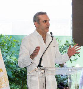 Presidente Abinader en el Hotel Mauad SD