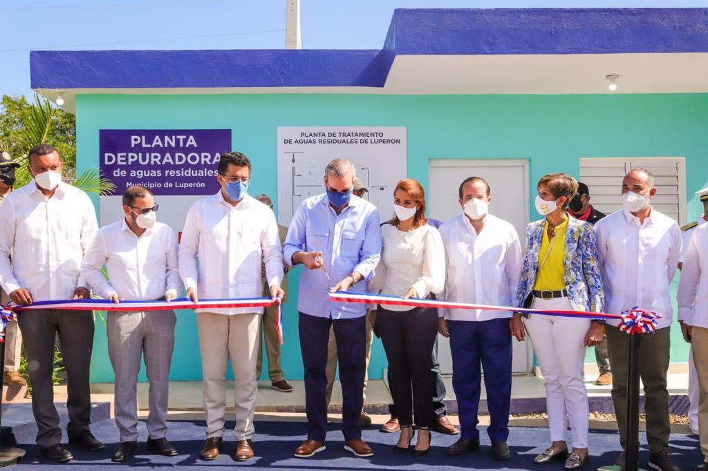 Luis Abinader y David Collado durante la Inauguracion Planta de tratamiento en Luperón PP