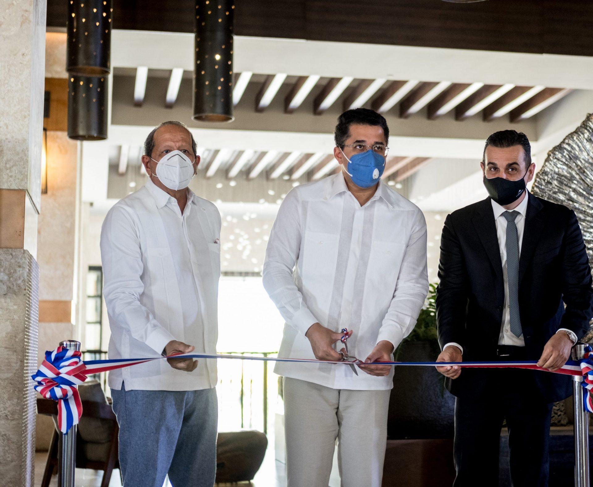 Ernesto Veloz, el Ministro David Collado y Carlos Jimenez Ruiz