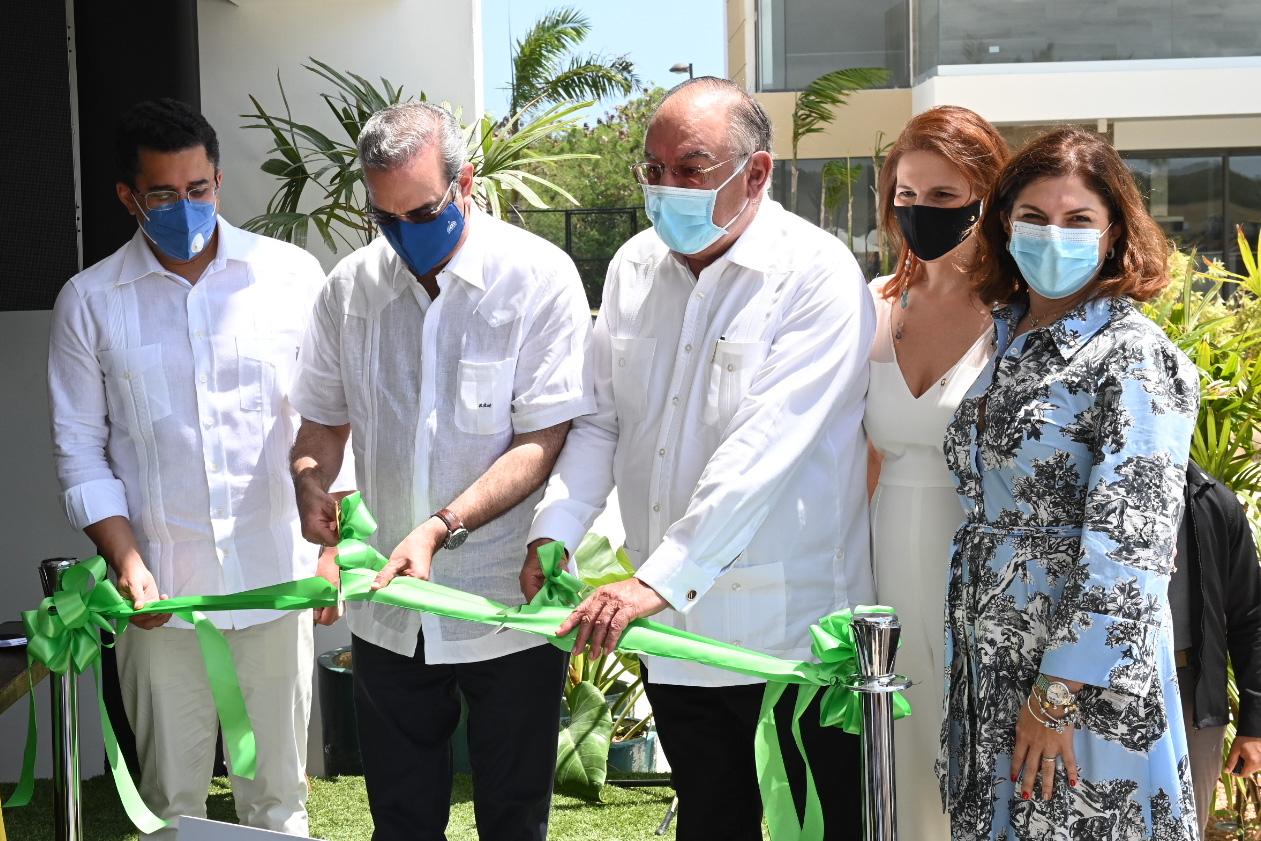 Presidente Abinader inaugura varias obras en la región Este