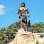 Estatua en honor al cacique Enriquillo en Azua