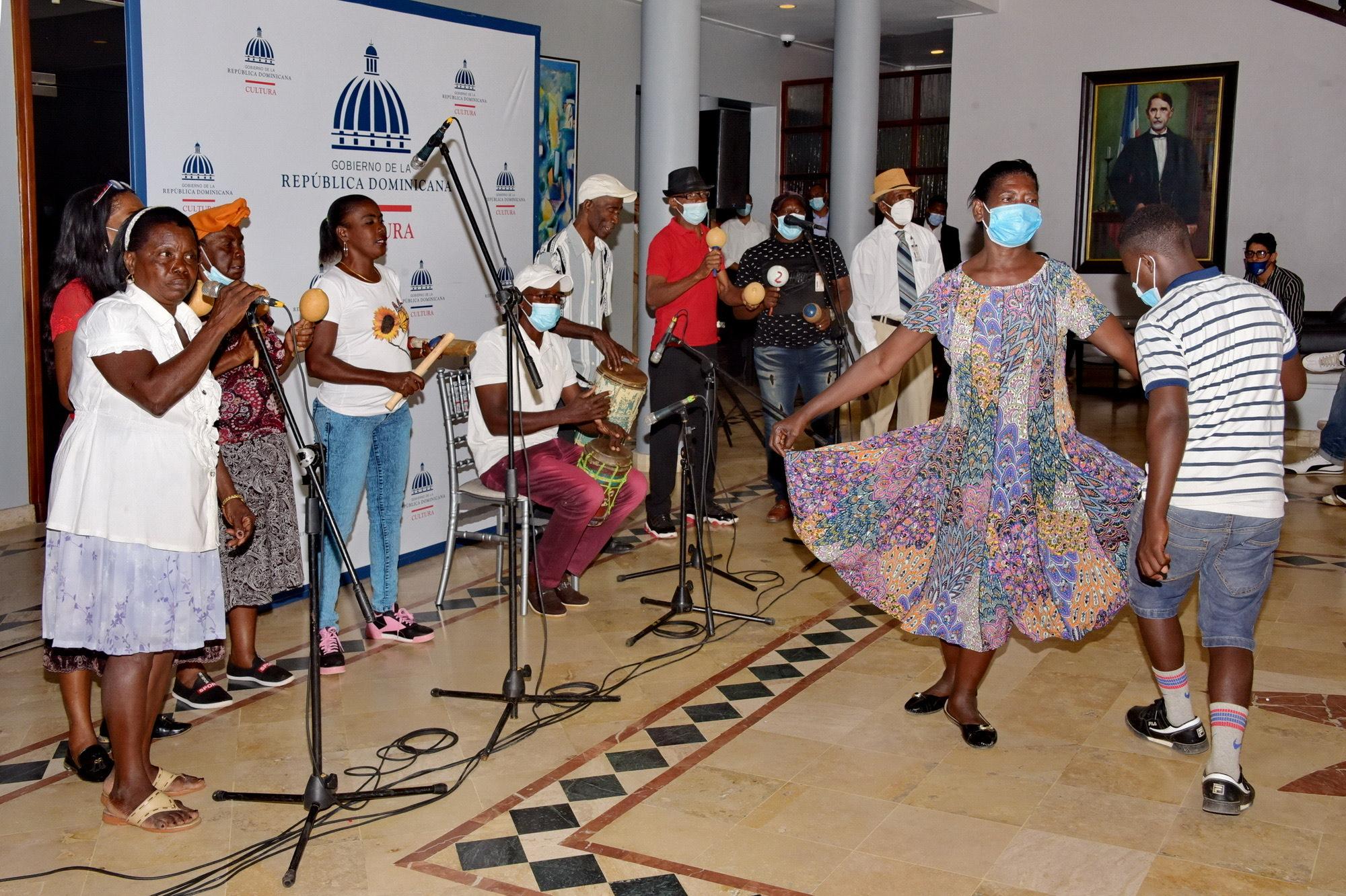 Los Congos de Villa Mella durante su presentación en el Ministerio de Cultura.