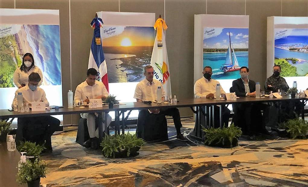 Gobierno y UBER firman acuerdo de entendimiento para operaciones Bávaro, Punta Cana