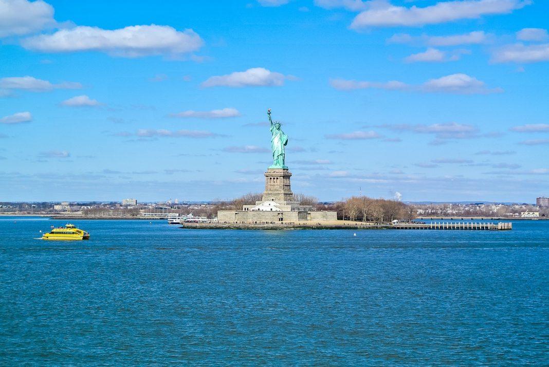 ¿Qué pasaría si EEUU reanuda los viajes internacionales en este verano?